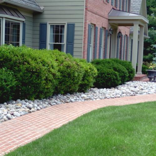 Low-cost gravel along a walkway